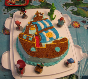 The cake with Jake figurines